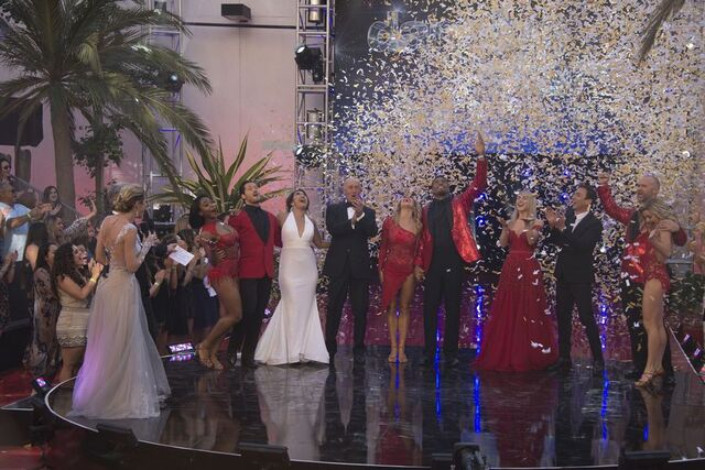File:Tom Erin Judges and Finalists S24 Week 10 Finale Night 2 1.jpg