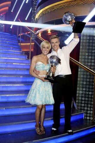 File:Kellie-derek-trophy2.jpg