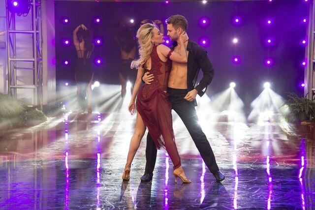 File:Nick and Peta S24 Week 10 Finale Night 2 Rumba Encore 5.jpg