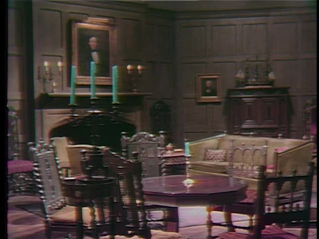 File:Collinwood-Drawing room-Seance.jpg