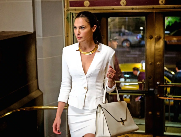 File:Diana Prince on the street.png
