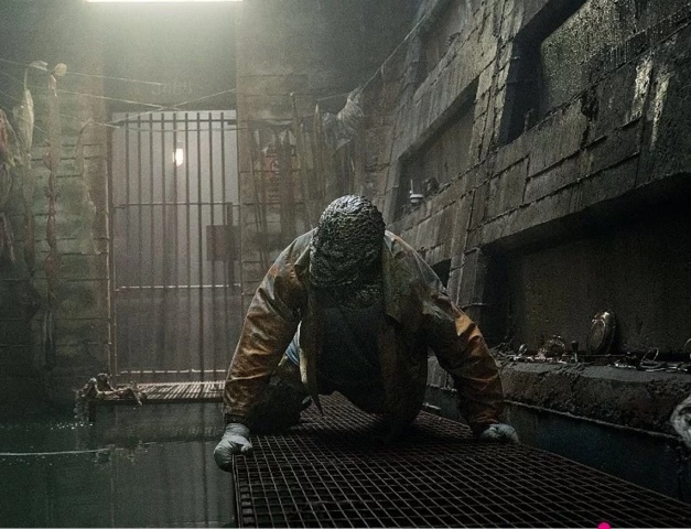 File:Killer Croc in his cell.png