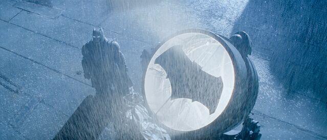 File:BvS Batman and Batsignal.jpg