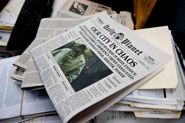 File:Daily Planet newspaper 01.jpg