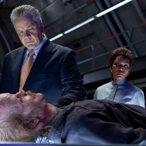Robert Hammond and Amanda Waller examining Hector.