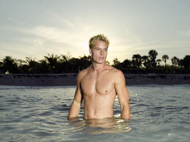 File:Aquaman Promo.jpg