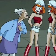 Harley Quinn yelling at her granddaughters, Delia and Deidre.