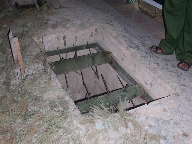 File:Vietnamese trap 1.jpg