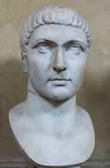 Kolossale buste van Constantijn in het Chiaramontimuseum (4e eeuw).