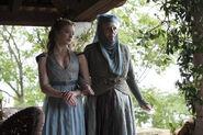 Margaery-and-Olenna-Tyrell-Season-4-house-tyrell-36909064-4256-2832
