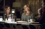 Dinah Laurel Lance Katie Cassidy and Sara Lance Caity Lotz-1
