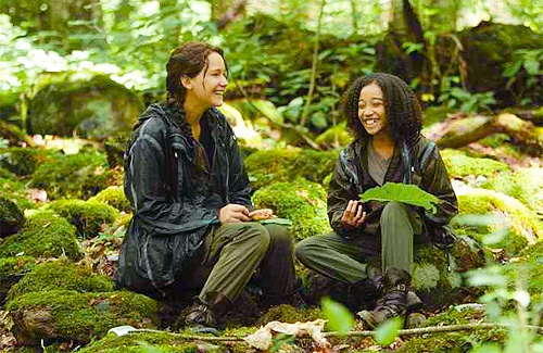 File:Katniss-and-Rue-The-Hunger-Games.jpg