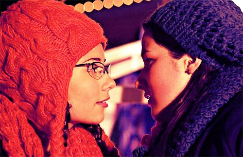 File:Fiona and imogen kiss.jpg