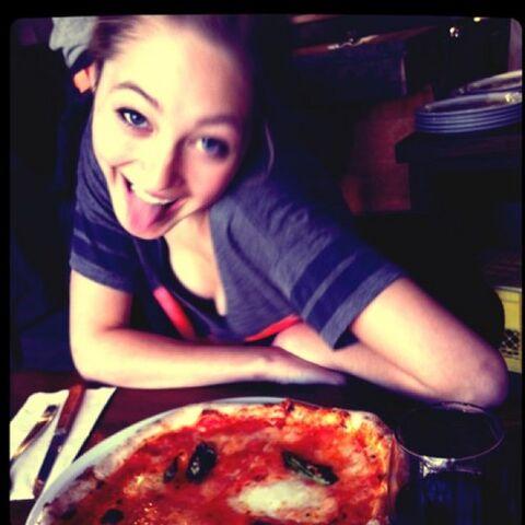 File:Olivia-pizza.jpg