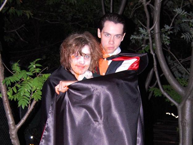 File:Zombie clare and vampire eli.jpg