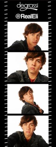 File:Eli selfies s13.PNG