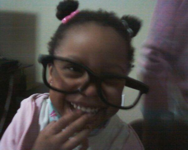 File:Dara in my glasses.jpg
