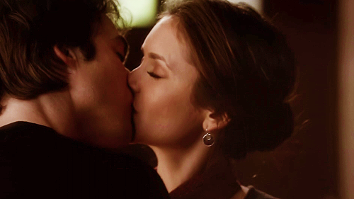 File:Damon-Elena-4x08-damon-and-elena-32975976-500-281.png