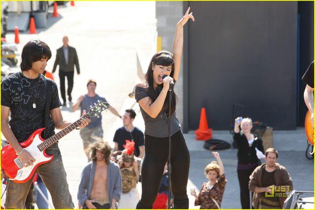 File:Lauren-collins-degrassi-goes-hollywood-10.jpg