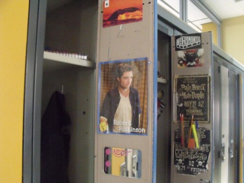 File:Clare and eli's locker.jpg