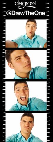 File:Drew selfies s13.PNG