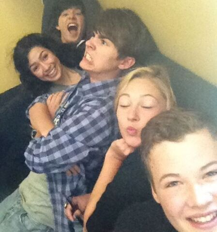 File:Ricardo,Alex,Olivia,Dylan and Lyle.jpg