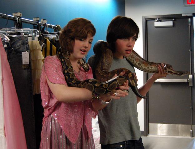 File:625x476-degrassi-aislinn-munro-snake.jpg