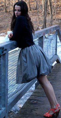 File:Annie clark modeling photo bridge.jpg