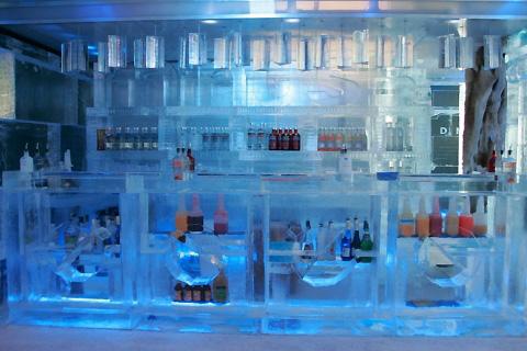 File:Minus5 Ice Bar - Cavill Avenue - Gold Coast - Photo03.jpg
