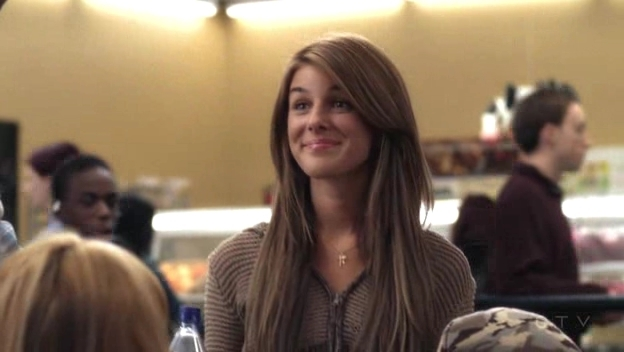File:Shenae-on-Degrassi-7x01-shenae-grimes-8630988-624-352.jpg