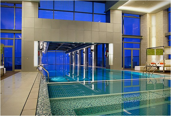 File:Holiday-inn-shangai-swimming-pool-5.jpg