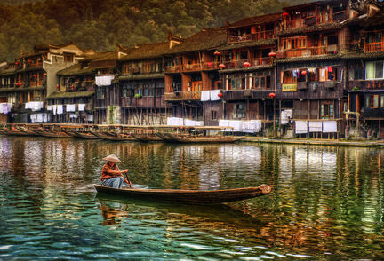 The Lonely Boater - China-900x613