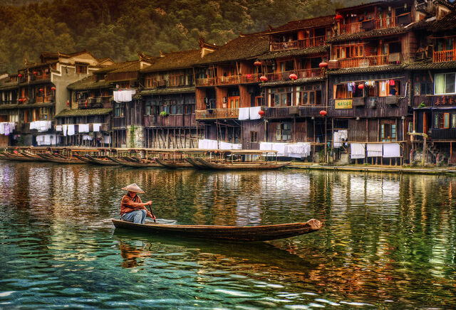 File:The Lonely Boater - China-900x613.jpg