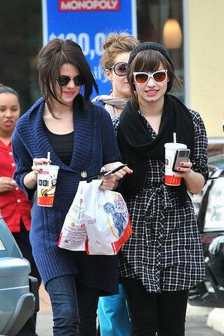 File:Selena-gomez-and-demi-lovato-at-mcdonalds.jpg