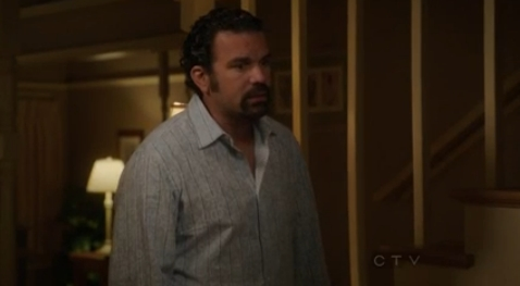 File:8x03 - Carlos tells Mike about Alejandro.jpg