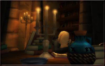 Schreibtisch im Archiv mit schlafender Schreiberin