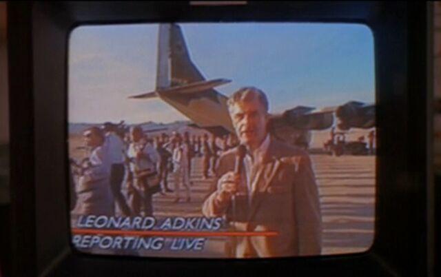 File:A Reporter at Escalon Airport, Val Verde.jpg
