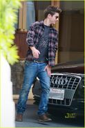 Zac-efron-business-meeting-casual-01