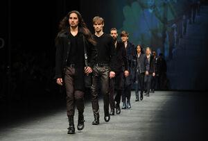 FW12-Milan-Mens-Black-Gold-catwalk-00