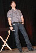Jensen-Ackles-Vancouver-2009-01