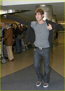 Chace-crawford-phone-06