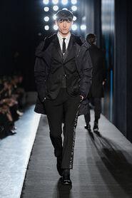 FW13-Milan-Mens-Black-Gold-catwalk-25
