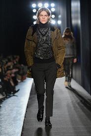 FW13-Milan-Mens-Black-Gold-catwalk-34