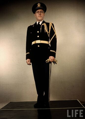 File:US-Army-officer-a-Lt.-Generals-Aide-wearing-full-dress-uniform.jpg