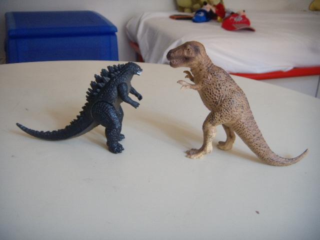 File:Godzilla e il tirannosauro.JPG