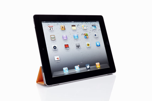 File:Ay97210162apple-ipad-2-with.jpg