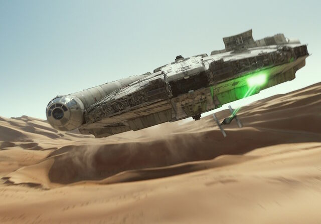 File:Millennium-Falcon-Chase-TFA.jpeg