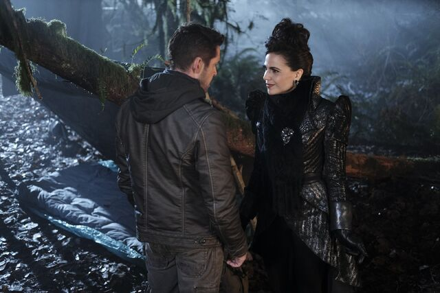 File:Once Upon a Time - 6x13 - Ill-Boding Patterns - Photography - Evil Queen.jpg