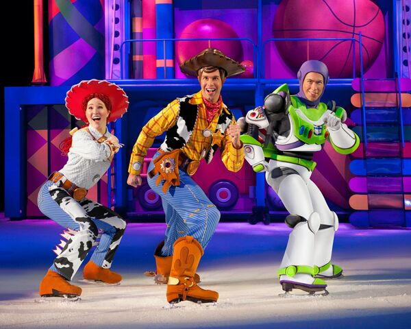 File:Disney on ice toy story 3 Jesse, Woody, and Buzz.jpg
