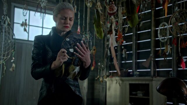 File:Once Upon a Time - 5x05 - Dreamcatcher - Neal's Dreamcatcher.jpg